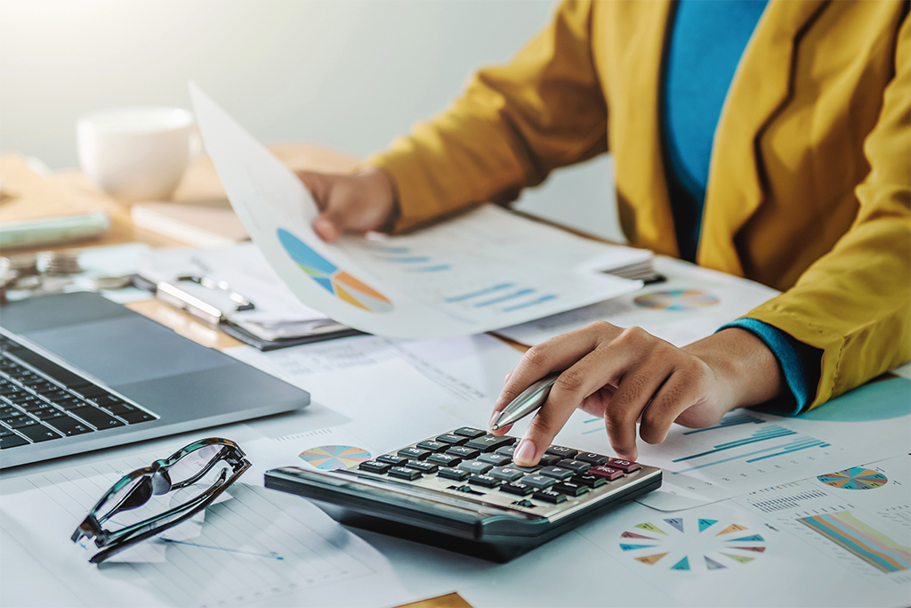 Business woman working in finance and accounting Analyze financial budget in the office
